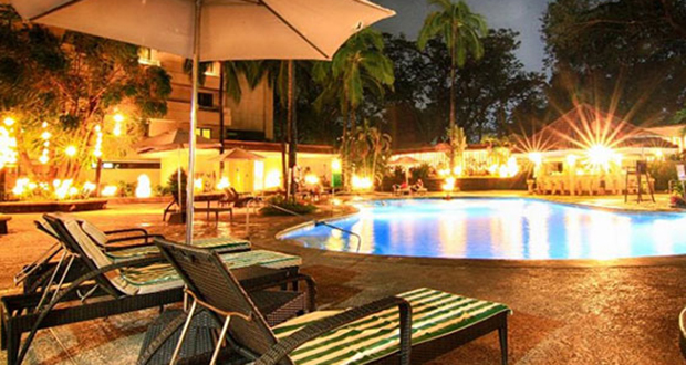 quest_hotel_pool side_